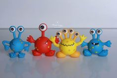 Monstrinhos Monster Birthday Parties, Monster Party, Polymer Clay Projects, Diy Clay, Biscuit Monster, Felt Crafts, Diy And Crafts, Clay Monsters, Crazy Toys