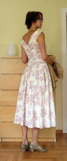Beautiful dress! DO NOT like the shoes.