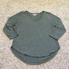 Madewell Olive Green 3/4 sleeve top size medium Basic Madewell 3/4 sleeve scoop neck tee. Very soft, in great condition! Size medium. Madewell Tops Tees - Long Sleeve