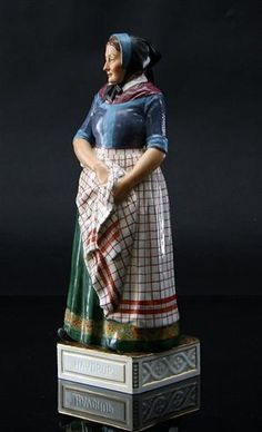 Lot: 2066185 Royal Copenhagen Juliane Marie figure, no. 12167, model Havdrup, from the series 'Danske Folkedragter' This lot has been put up for resale under the new lot no. 2095165