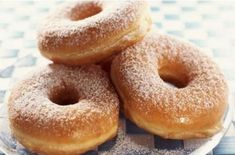 Doughnuts or donuts are delicious and yummy finger food. Small donuts are a wonderful treat for health conscious people. Biscuit Donuts, Doughnuts, Dunkin Donuts, Homemade Donuts, Homemade Biscuits, Beignets, Colonial Recipe, Making Donuts, Sugar Donut