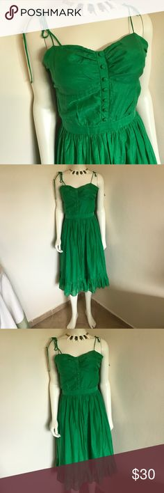 Akualani Kelly Green Silk Women's Sundress L 8 10 Label- Akualani  Style- Corset Style cup look button front, zips at the side, thin spaghetti straps and a full peasant skirt with large flounce ruffle hem. Fully lined in a tissue cotton. Cool, Airy and gorgeous color for summer!  Size-L Shown on a 2 mannequin is 5'8 Just below knee. Fits 8 or 10. Runs Small. B/C cups Measurements-B-38 W-28 Hip- Open, Length from waist seam to hem-28 Color-Bright Kelly Green Fabric-30% Silk, 70% Cotton…
