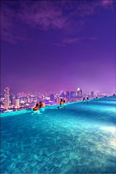 Piscina infinita, do hotel Marina Bay Sands, Singapura Places Around The World, The Places Youll Go, Places To See, Around The Worlds, Vacation Destinations, Dream Vacations, Vacation Spots, Vacation Resorts, Sands Singapore