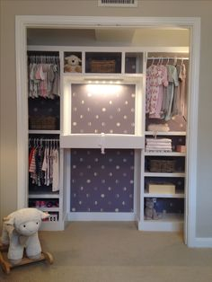 Nursery closet with built in changing table #baby #organized #functional #inspiration