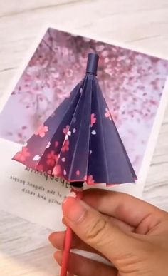 Cool Paper Crafts, Paper Crafts Origami, Diy Crafts For Gifts, Diy Home Crafts, Diy Arts And Crafts, Creative Crafts, Fun Crafts, Paper Flowers Craft, Leaf Crafts