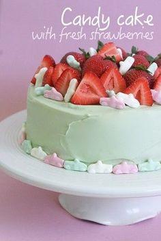 Ho-ho!  Nu är det sommar och jag tänkte dela med mig utav ett recept på en utav dagens alla tårtbeställningar. Och nej - för er som undrar - så tar jag inte emot några beställningar. Jag får…