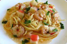 Uma receita deliciosa feita à base de espaguete, camarões e delícias do mar, envolvidos num refogado de tomate, azeite, cebola e alhos...