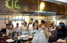 Luis Fernández, chef de grandes marcas de distribución, realiza un showcooking a profesionales de la hostelería en el Centro de Innovación Gastronómica de Salamanca.