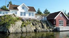 I would like to have a Norwegian summer house (hytte)! Beautiful Norway, Beautiful Homes, Oslo, Norwegian House, Summer Cabins, Lakefront Property, House By The Sea, Scandinavian Home, Rustic Design