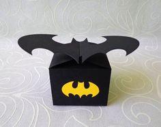 Feito com papel 180g Batman Birthday, Superhero Birthday Party, 4th Birthday Parties, Batman Party Decorations, Party Themes, Superhero Clipart, Batman Room, Batman Gifts, Fathers Day Crafts