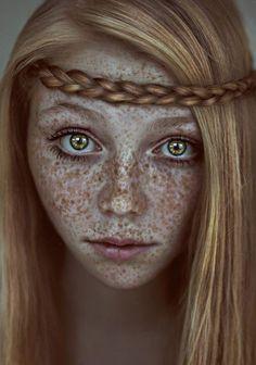 Freckles / Tâches de rousseur / Red blond hair / blonde vénitien / demoiselle  coiffure