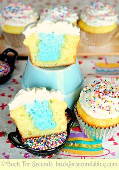 Gender Reveal Cupcakes! A fun way to share whether you're having a boy or a girl!  http://backforsecondsblog.com #cupcakes #lgenderrevealide...