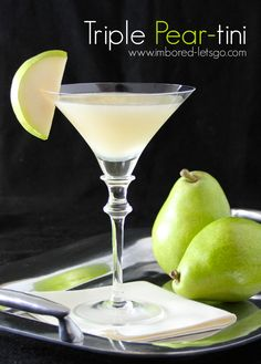 Here& a recipe for a pear martini called a Triple Pear-tini because it uses fresh pears, pear vodka and pear liqueur. Vodka Drinks, Cocktail Drinks, Alcoholic Drinks, Martinis, Pear Vodka Martini, Peach Martini, Watermelon Martini, Hard Drinks, Martini Party