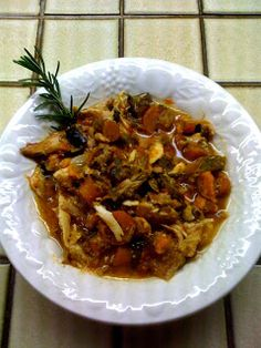 Chronicles of a Former Skinny Girl: Paleo Recipe - Easy Crockpot Rosemary & Garlic Chicken Stew (college) Crock Pot Recipes, Paleo Chicken Recipes, Paleo Recipes Easy, Skinny Recipes, Diet Recipes, Crockpot Ideas, Chili Recipes, Recipies, Clean Eating