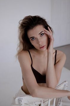 Versatility on Behance Studio Photography Poses, Portrait Photography, Fashion Photography, Girl Photo Shoots, Female Poses, Photoshoot, Model, Behance, Intimissimi