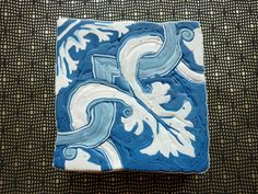 Un quart de cane azulejos