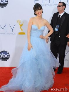 Zoe Deschanel in Reem Acra at the 2012 Emmys. Beautiful and chic