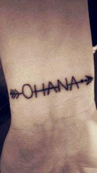 25 Originales Tatuajes de Ohana con gran significado Mini Tattoos, Body Art Tattoos, Tatoos, Henna Designs, Tattoo Designs, Disney Stitch Tattoo, Ohana Tattoo, Flower Tattoo Meanings, Inspiration Tattoos
