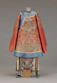 Bridal coat Qing Dynasty China around 1870 Traditional Fashion, Traditional Dresses, Ethnic Fashion, Asian Fashion, Costume Ethnique, Vintage Outfits, Vintage Fashion, Image Mode, Chinese Clothing