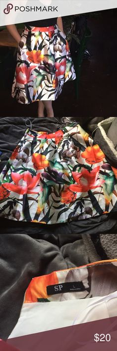 """Vibrant floral high waist midi skirt High waisted midi skirt with POCKETS GORGEOUS print!! It's seriously so beautiful and vibrant with tropical like flowers over a white background Skirt is slightly pleated at the top  Will fit Large  Measurement across the top is 16"""" Length is 27""""  Worn ONCE and in EXCELLENT LIKE NEW condition Boohoo Skirts Midi"""
