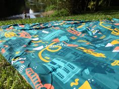 We test out the PACMAT - a family picnic rug that claims to be waterproof, lightweight, and easy to fit in your bag.