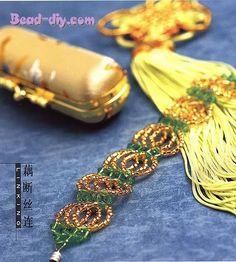 Un lugar, toda la moda: bijouterie: macrame, mostacillas, alambre, accesorios, tejidos: croshet, dos agujas, telar, carteras y bolsos, desfiles y recitales