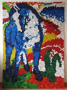 Gemälde aus Flaschendeckeln Bottle Top Art, Bottle Top Crafts, Franz Marc, Plastic Bottle Tops, Collaborative Mural, Primary School Art, Outdoor Art, Recycled Art, Teaching Art