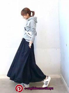 ファッション ファッション in 2020 Minimalist Fashion Women, Minimal Fashion, Cozy Fashion, Fashion Outfits, Womens Fashion, Japan Fashion, Daily Fashion, Style Du Japon, Long Skirt Fashion