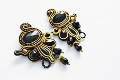 Screw Back earrings black & gold colored by SixVintageChicks
