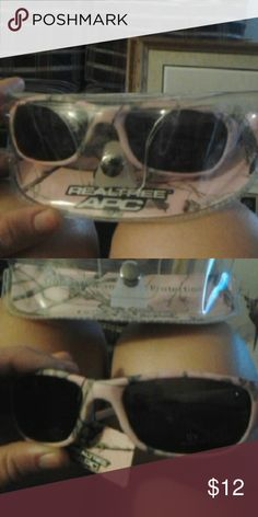 Realtree Pink Camo Sunglasses Brand nee in package Authentic realtree Ships quick realtree Accessories Sunglasses