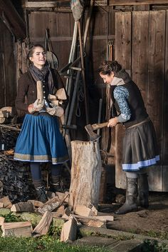 Traditional Fashion, Traditional Dresses, Folk Fashion, Vintage Fashion, British Country Style, Countryside Fashion, Medieval Hairstyles, German Fashion, Blazer And Shorts
