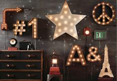Rafa-kids : RH for Christmas star with lights, big letters, signals, blackboard wall, vintage and great decoration.