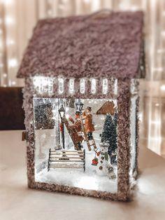 Новогодний фонарь. Вместо венка на столе Christmas Lanterns Diy, Christmas Mantels, Christmas Door, Merry Little Christmas, Winter Christmas, Vintage Christmas, Christmas Wreaths, Lantern Crafts, Lanterns Decor