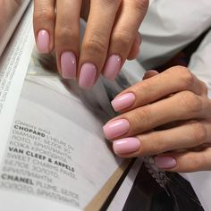On average, the finger nails grow from 3 to millimeters per month. If it is difficult to change their growth rate, however, it is possible to cheat on their appearance and length through false nails. Minimalist Nails, Minimalist Fashion, Short Nails, Long Nails, Cute Nails, Pretty Nails, Hair And Nails, My Nails, Nails Opi