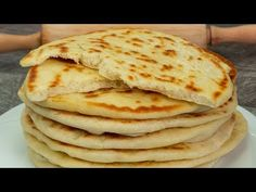 Pain Pita, Good Food, Yummy Food, Cake Decorating Videos, Pita Bread, Pitta, Easy Bread, Food Videos, Bread Recipes
