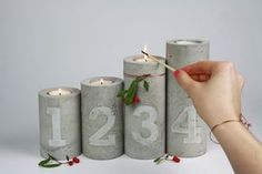 Concrete candle holder with numbers embossed advent wreath - Diy Gifts Copper Candle Holders, Concrete Candle Holders, Unique Candle Holders, Unique Candles, Centerpiece Christmas, Christmas Decorations, Diy Candles Video, Advent Candles, Bottle Candles