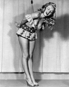 Norma Jean ~ Marilyn Monroe 1947 by Earl Moran Joven Marilyn Monroe, Fotos Marilyn Monroe, Earl Moran, Modelos Pin Up, Pinup, Greta, Celebrity Gallery, Norma Jeane, Brigitte Bardot