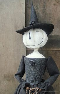 Oh how I love her~ A Luna Pumpkin Witch, done in Queen Anne style.