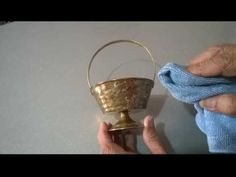 Como limpiar bronce LIMPIADOR CASERO ecologico - YouTube Desperate Housewives, Youtube, Ideas, Home, Copper Ornaments, Clean Hardwood Floors, Window Cleaner, Home Cleaning, Cleaning Hacks