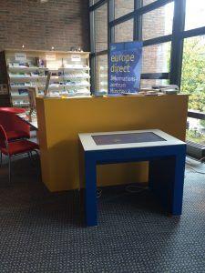 Der Multimediatisch der Europäischen Kommission in der Stadtbibliothek Am Gasteig