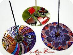 Estou animada para fazer meus trabalhinhos. Agora planejo fazer mandalas em Cds.   Já comprei o material e estou catando CDs.   Nas minhas... Crafts With Cds, Recycled Cd Crafts, Old Cd Crafts, Quick Crafts, Vbs Crafts, Crafts For Teens, Diy And Crafts, Mosaic Crafts, Mosaic Art
