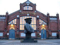 Toripolliisi the Policeman Statue Oulu, Finland Lappland, Finland Summer, Best Western, Places To Go, Wanderlust, Europe, Memories, Statue, Mansions
