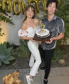 Debby Ryan Debby Ryan, Josh Dun, Disney Stars, Twenty One Pilots, Cool Bands, Girl Crushes, The Twenties, Off Shoulder Blouse, White Jeans