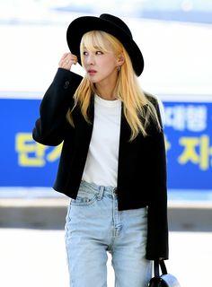 Check out South Korean singer Sandara Park's latest airport fashion. The Band, 2ne1, Sandara Park Fashion, Beautiful Asian Girls, Beautiful People, Cropped Blazer, Kpop Fashion, Airport Fashion, Korean Celebrities