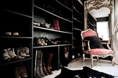 i would die for this closet.