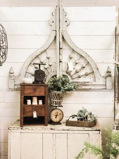 Vintage Decor Rustic The Dreamiest Antique Finds Ever - Cotton Shed held a pop up shop at The Found Cottage this past weekend. This article shares Liz Marie's favorite finds from the week. Shabby Chic Homes, Shabby Chic Decor, Rustic Decor, Rustic Signs, Vintage Industrial Decor, Vintage Home Decor, Antique Decor, Industrial Bedroom, Industrial Loft
