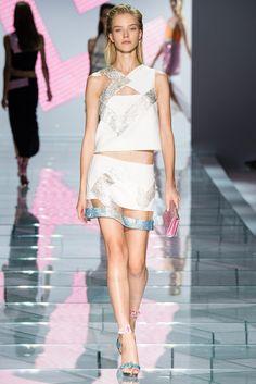 Milan Fashion Week Day 3 Versace Spring/Summer 2015 Ready to wear 19 September 2014 Versace 2015, Versace Fashion, Versace Dress, Runway Fashion, Fashion Show, Fashion Design, Milan Fashion, Fashion Spring, High Fashion
