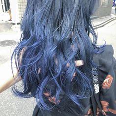 青系のブルーアッシュヘアカラー17選|ブリーチなしのブルー系の髪色も | BELCY Down Hairstyles, Wedding Hairstyles, Hair Inspo, Hair Inspiration, Iu Hair, Wedding Hair Down, Coloured Hair, Hair Color Blue, Aesthetic Hair