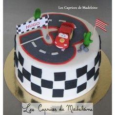 le gâteau Cars et le circuit de voitures