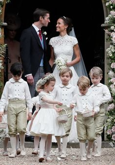 Fans have an unexpected reaction to Pippa Middleton's wedding gown as she marries James Matthews with sister Kate Middleton at her side Pippa Middleton Boda, Pippa Middleton Wedding Dress, Middleton Family, James Middleton, Carole Middleton, Pippas Wedding, Wedding Of The Year, Wedding Photos, Wedding Ceremony